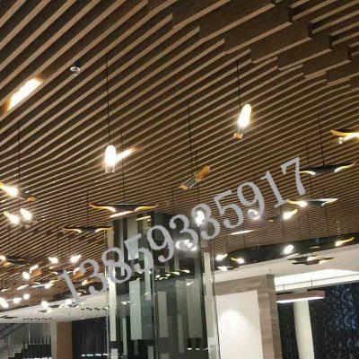 现货铝方通吊顶 木纹吊顶定制装饰材料 铝合金U型槽铝挂片铝格栅
