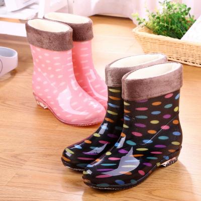 雨鞋女款加棉套可拆保暖四季胶鞋耐磨防水防滑雨靴中筒波点PVC水鞋女士 威珺