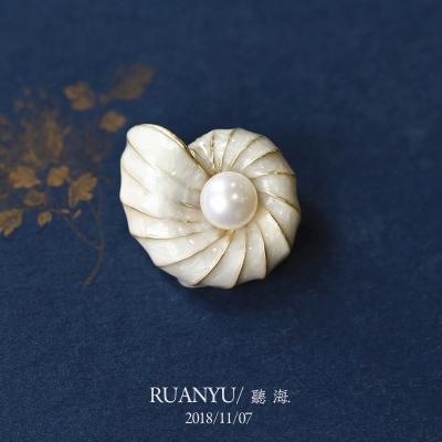 聽海 軟語復古舊時光感古典配飾 天然珍珠海螺胸針吊墜