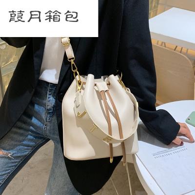 包包女2019新款女包抽帶水桶包潮簡約百搭手提斜挎單肩包大包
