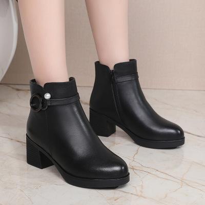 品牌冬鞋女加厚羊毛里短筒矮靴女粗跟加絨保暖中年媽媽棉靴子真皮女士中跟皮鞋舒適皮毛一體時裝靴 黑色