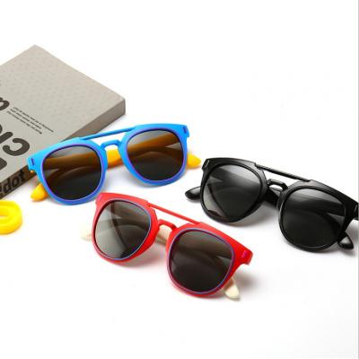 儿童防紫外线墨镜潮流女宝宝墨镜时尚男孩太阳镜中大童软偏光眼镜