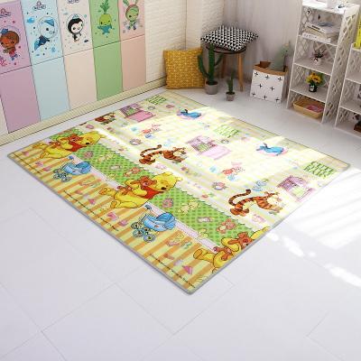 迪士尼宝宝爬行垫EPE婴儿童男孩女孩游戏垫子爬爬垫家用地毯玩具野餐春游郊游垫0.5厘米厚温馨维尼+米奇字母150*180